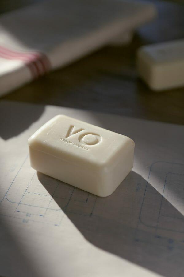 Met biologische olijfolie verrijkte zeep van Compagnie de Provence - Version Originale
