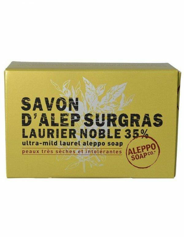 Surgras Aleppo zeep, een zogenaamde vette zeep die werkelijk geschikt is voor een zeer droge huid of een snel geïrriteerde huid.